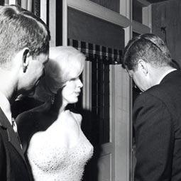 Запись, доказывающая связь Мэрилин Монро с братьями Кеннеди, чуть не ушла с молотка