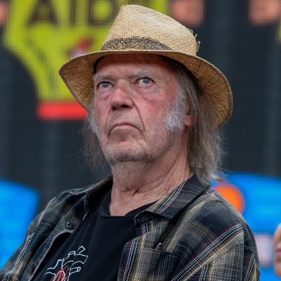 Нил Янг выпустил первый альбом с Crazy Horse за семь лет (Слушать)