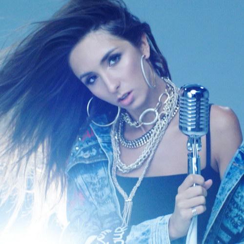 Певица Дэя выпустила клип на песню «Не заштопаю» (Видео)