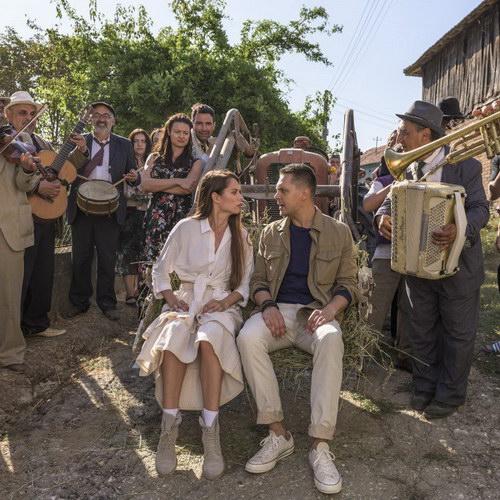 Милош Бикович исполнил старую сербскую песню Леонида Агутина в «Отеле «Белград» (Видео)