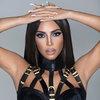 Ким Кардашьян подарит свою косметику кумирам 90-х (Видео)