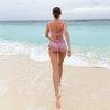 Кристина Асмус предпочла загар плаванию