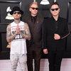 Blink-182 спели песню о ненависти (Видео)