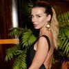 Анна Седокова в БДСМ-костюме учит отпускать ситуацию