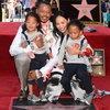 Терренс Ховард показал детям свою звезду на Аллее славы