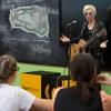 Диана Арбенина устроила «Культурный марафон» под гитару с московскими старшеклассниками