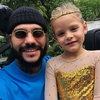Тимати сыграл с дочкой в куклы (Видео)