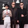 Blink-182 предложили развестись в Рождество и показали новогодние ужасы (Видео)