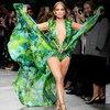 Дженнифер Лопес снова стала музой Versace