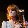 Florence and the Machine поделились с поклонниками светом любви (Видео)