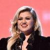 Келли Кларксон выпустила песню на шести языках (Видео, Слушать)