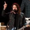 Дуа Липа и Крис Мартин споют кавер Foo Fighters ради благотворительности