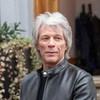 Bon Jovi отменили тур с Брайаном Адамсом, чтобы поклонники могли купить себе еды