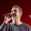 Серж Танкян спел песню на стихи премьер-министра Армении (Видео)