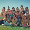 Гарри Стайлз поел арбуза на пляже с красотками (Видео)