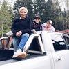 Дети Дианы Арбениной сбежали из самоизоляции в новом клипе «Ночных Снайперов» (Видео)