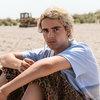 Подростки сидят у моря в тизере сериала Луки Гуаданьино «Мы те, кто мы есть» (Видео)