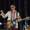 Arctic Monkeys разыгрывают гитару Алекса Тёрнера, чтобы помочь ливерпульскому клубу