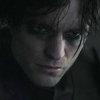 Роберт Паттинсон получает записки от загадочного убийцы в трейлере «Бэтмена» (Видео)