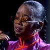 H.E.R. исполнила «Nothing Compares 2 U» в память об ушедших звездах телевидения (Видео)