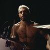 Риз Ахмед учится играть на барабанах без слуха в трейлере «Звука металла» (Видео)