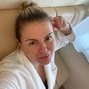 Анна Семенович лечится от коронавируса в ванне