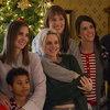 Влюбленные Маккензи Дэвис и Кристен Стюарт готовятся к семейному Рождеству в трейлере «Самого счастливого сезона» (Видео)