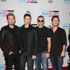 Nickelback помогли коллегам перепеть «Rockstar» в стиле матросских песен (Видео)
