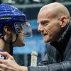 Юрий Колокольников разбирается с мужчинами, женщинами и хоккейными контрактами в трейлере «Крюка» (Видео)