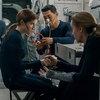 Анна Кендрик и Тони Коллетт помогают случайному пассажиру космического корабля в трейлере «Дальнего космоса» (Видео)
