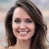 Анджелина Джоли не мылась три дня ради портрета с пчёлами (Видео)
