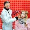 Валя Карнавал и Ян Цапник уехали в деревню, а Илья Лагутенко и Кара Кросс встретились в парикмахерской (Видео)