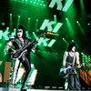 Джин Симмонс из Kiss впервые покажет свои картины (Видео)