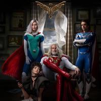 Рецензия на сериал «Наследие Юпитера»: Самый могучий супергерой на приеме у психотерапевта