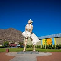 Жители Палм-Спрингс не хотят возвращения гигантской Мэрилин Монро