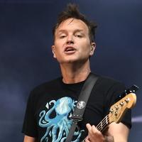 Вокалист Blink-182 объявил о борьбе с раком
