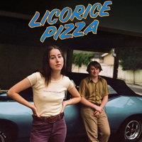 Алана Хайм и Купер Хоффман влюбляются в трейлере «Пиццы с лакрицей» (Видео)